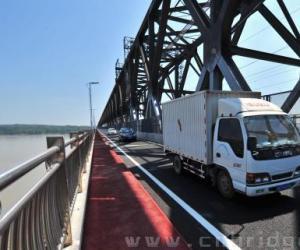 公铁两用湖北枝城长江大桥维修结束通车
