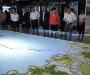 香港特区政府政务司司长林郑月娥一行来我局参观考察