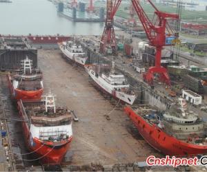 黄埔文冲三型5艘新船顺利出坞
