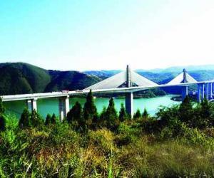 湖北:郧县至十堰高速汉江特大桥即将完工