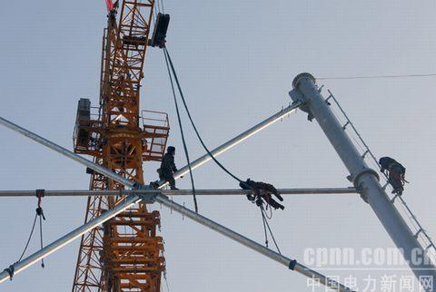 """Cdh2x-E:M-o6w-[0 水利新闻6Xb;i#xx G/o,} 上图为,1月1日,施工人员在江苏兴化市境内采用落地式双平抱杆新工艺组立特高压铁塔。 {J*O8{Da0 z/`""""j?""""~1Gfm0责任编辑:张江华  投稿邮箱:水利新闻Xfa-zv4t R c({ X;w&gy6Ib0   -~"""