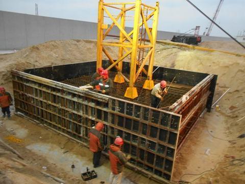 工区按照主体结构的施工标准严格控制塔吊基础钢筋