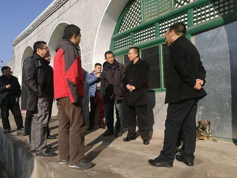 李子荣局长在兴县对我局第一书记驻村扶贫点进行调研