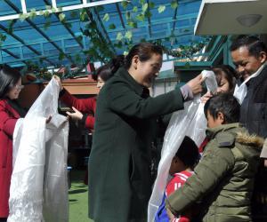 区水利厅妇工委38妇女节看望慰问吉吉盲童幼儿园