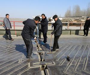 梁山河务局进行浮桥拆除演练