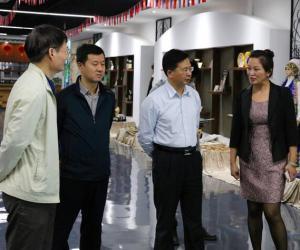 深圳市经信委领导参观调研盐田港国家馆项目