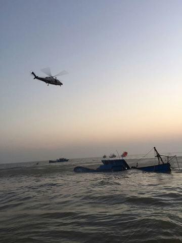 五名落水渔民被成功救起