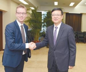 陈吉宁会见丹麦环境和食品大臣