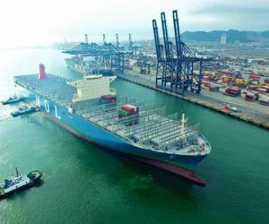 全球最大集装箱船首靠我港