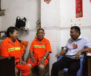 王立新局长赴龙华区桂花社区慰问困难群众
