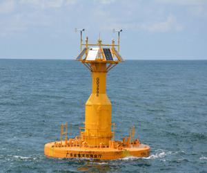 我省在红海湾海域布设全国首个6米大中型分体组装式泡沫浮体海洋观测浮标