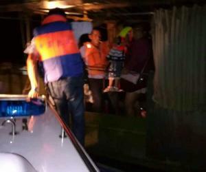 渔船太湖遇险 无锡渔政火速救援(图文)