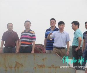 市水务局抓获一艘违法采砂船