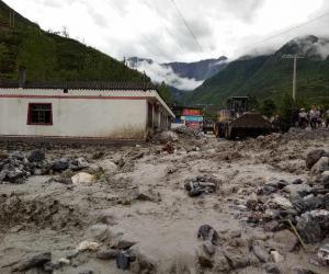我市领导干部第一时间赶赴文县天池乡开展救灾工作