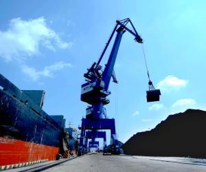 大连港散杂货公司煤炭作业再创佳绩