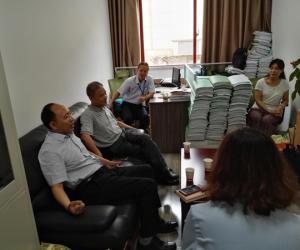 省水利厅党组成员、副厅长杨朝晖同志到 行政审批窗口检查指导工作