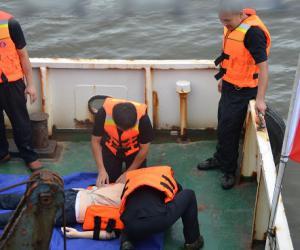 我局开展海上应急演练和救助技能大比武
