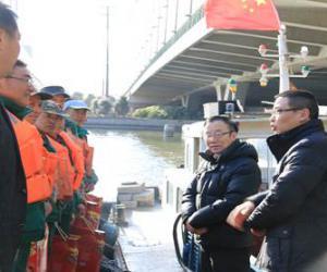 市水务局工会节前慰问我区河道养护一线作业人员