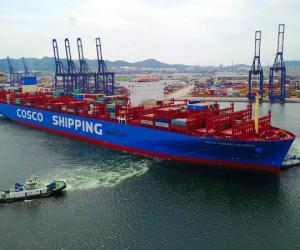 全球最大集装箱船靠泊我港