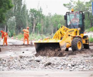 贺兰山沿线抗洪抢险