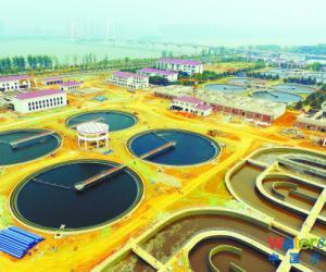 长沙最大污水处理厂建成通水 日处理污水达45万吨 日处理污水达45万吨 服务人口110万人  长沙最大污水处理厂建成通水